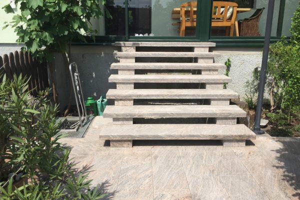 referenzen-stiegenaufgang-granit-colombo-1